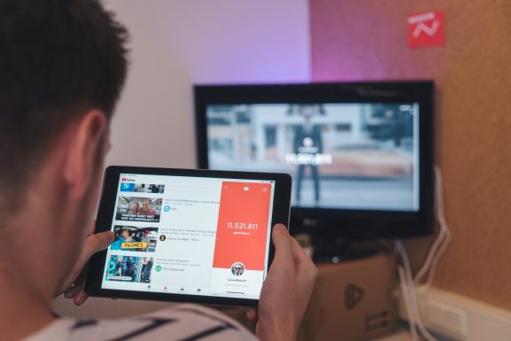 YouTube Premium subscribers can now turn on picture-in-picture on iPhone